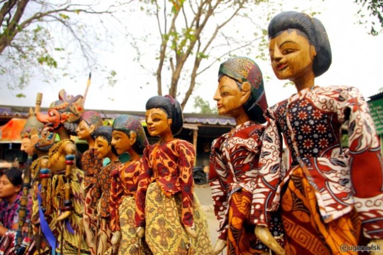 Традиционные марионетки на рынке у храма Боробудур