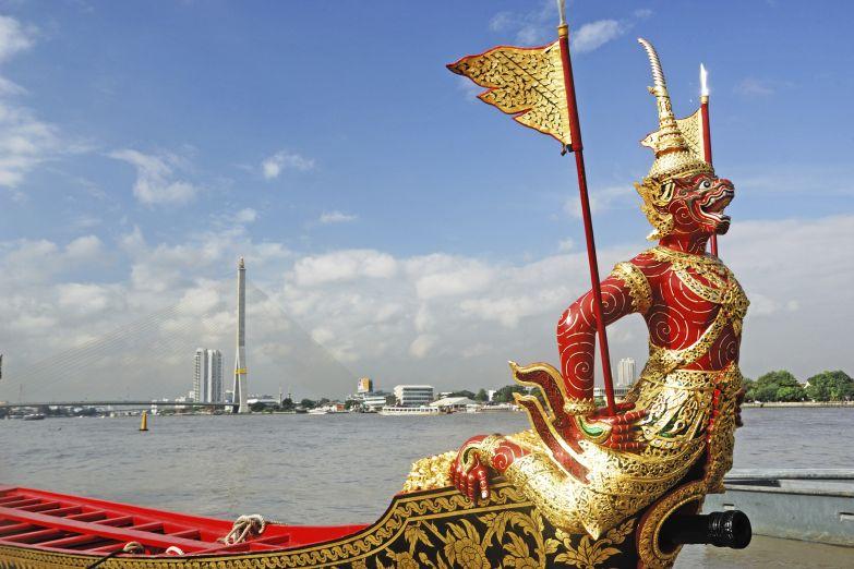 Королевская баржа на реке Чао Прайя