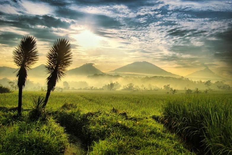 Рассвет над вулканами Явы