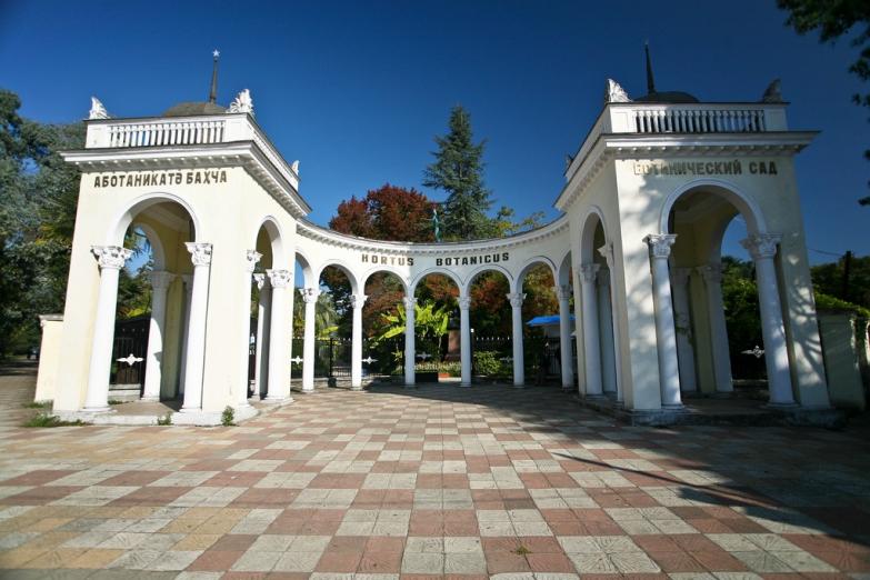 Вход в Боанический сад Сухума