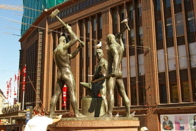 Памятник рабочим в центре Хельсинки