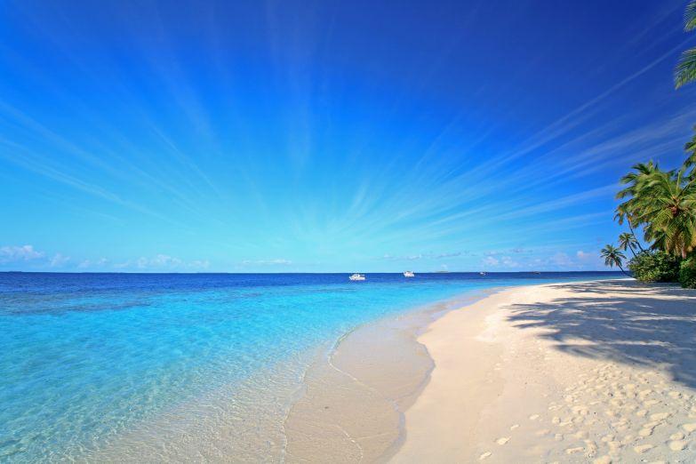 Только море, песок и бескрайнее небо