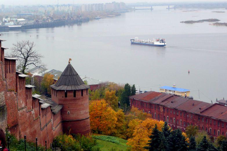 Вид на Волгу со стен Нижегородского Кремля