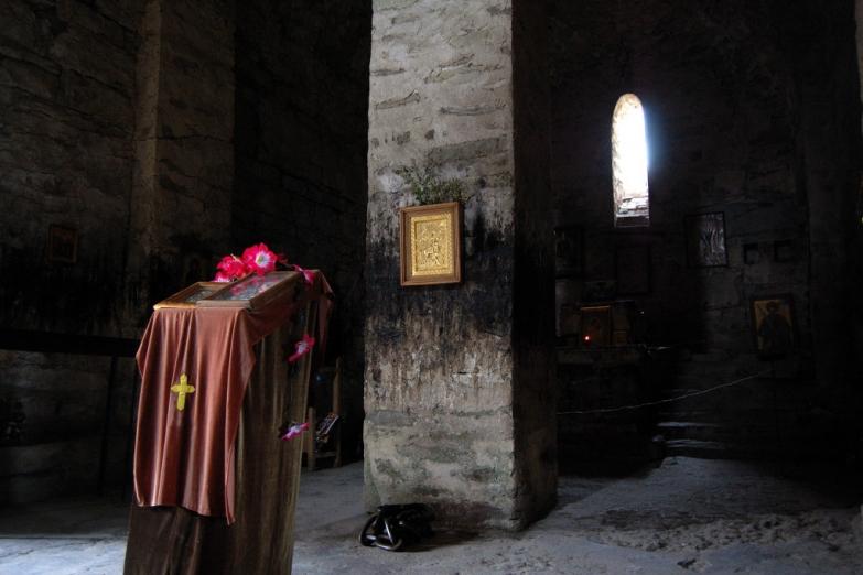 Внутри грузинской церкви