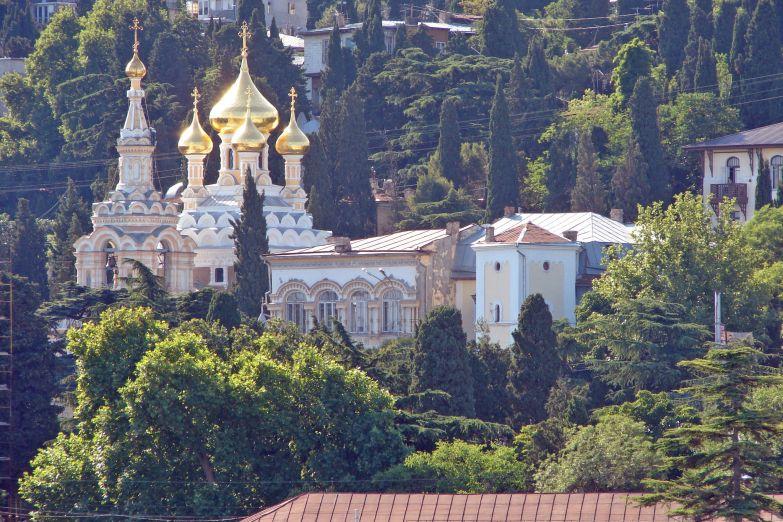 Храм Александра Невского в панораме города