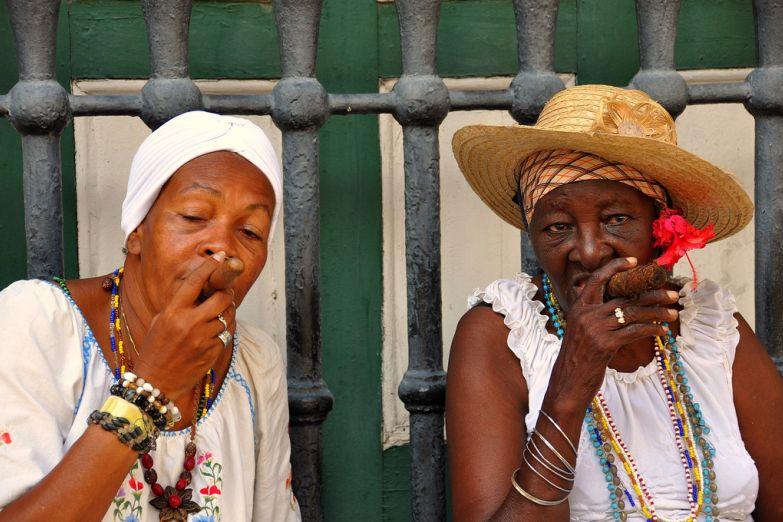 Жительницы Гаваны с сигарами