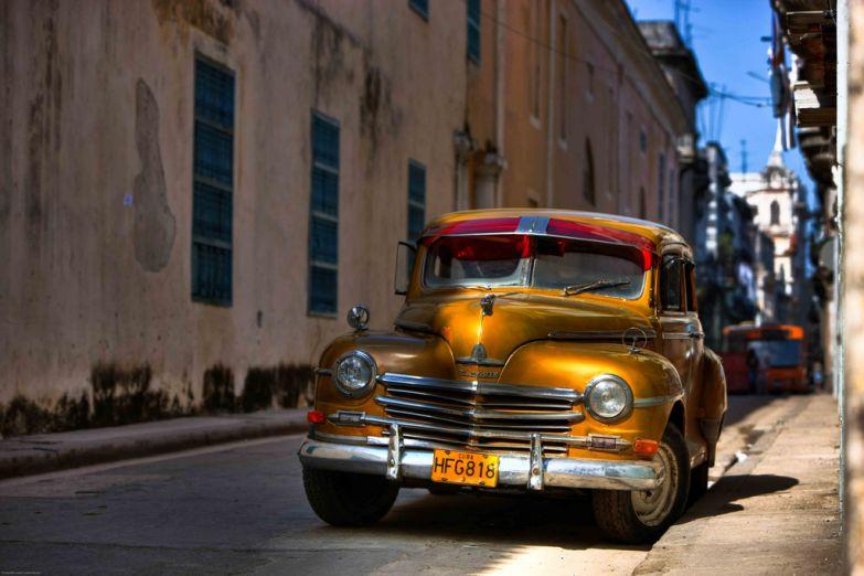 Старые автомобили - достопримечательность города