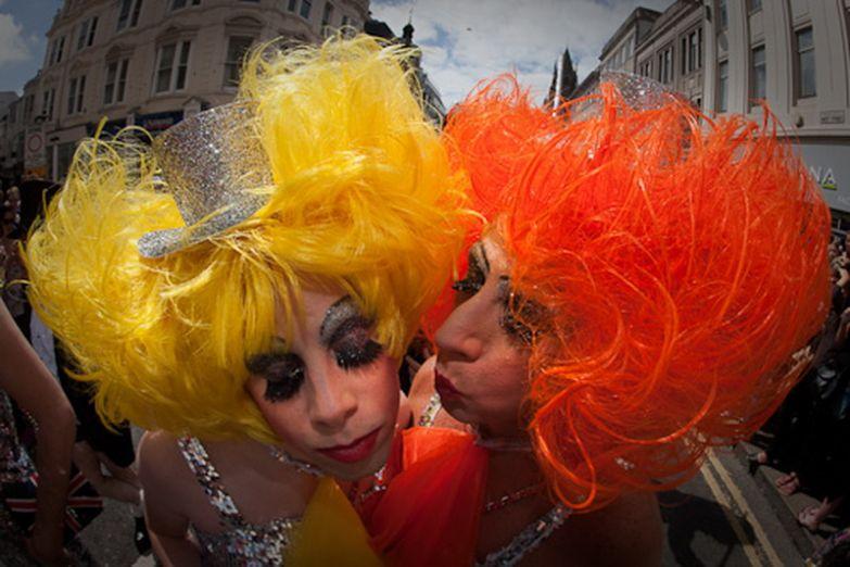 Гей парад на улицах Брайтона