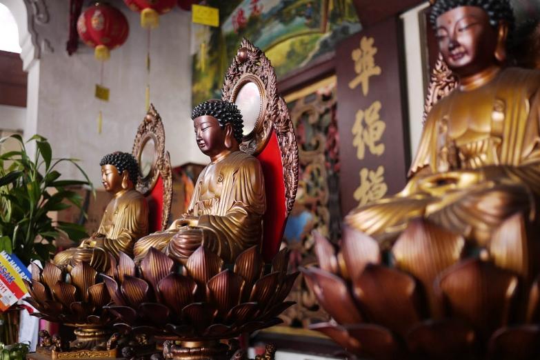 Статуи Будды в храме