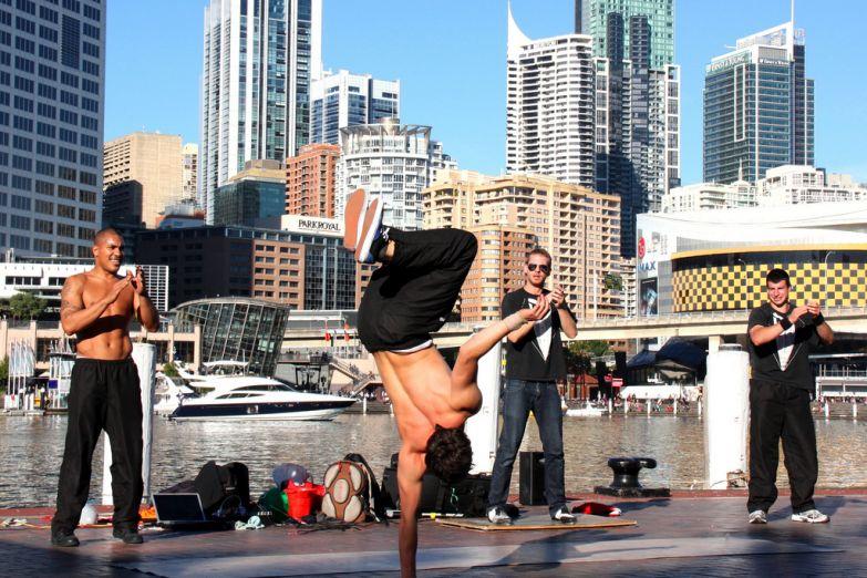 Танцы на улицах Сиднея