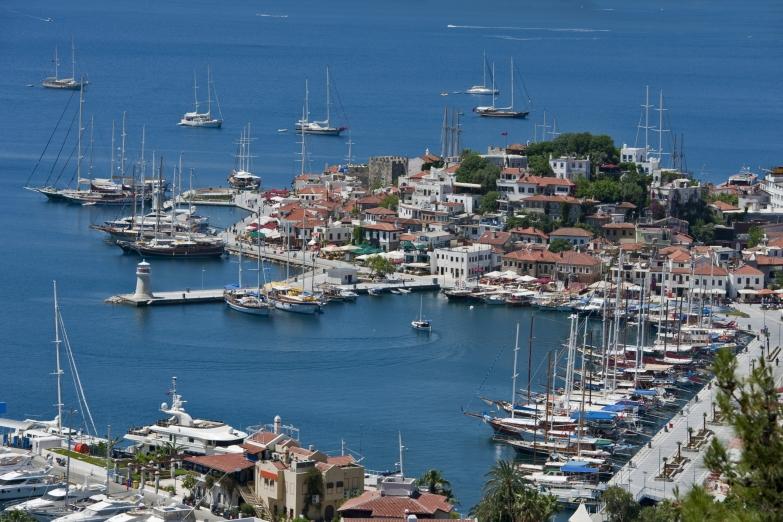 Вид на гавань в Мармарисе
