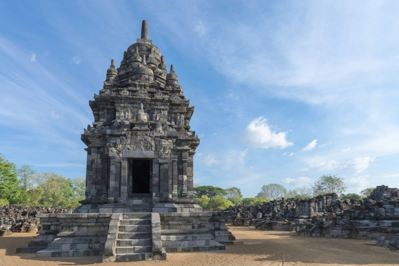 Севу - один из древнейших и крупнейших буддистских храмов Явы