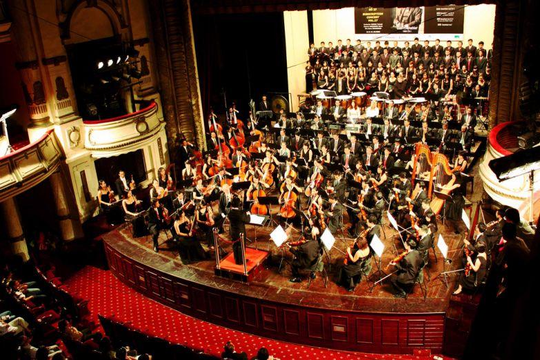 Симфонический концерт в доме оперы