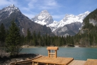 На берегу горного озера