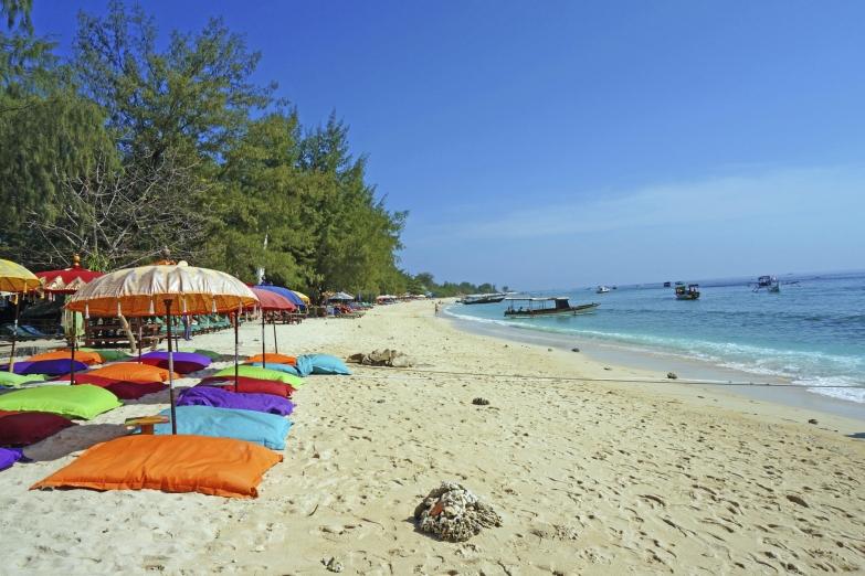 Пляж на острове Гили Траванган