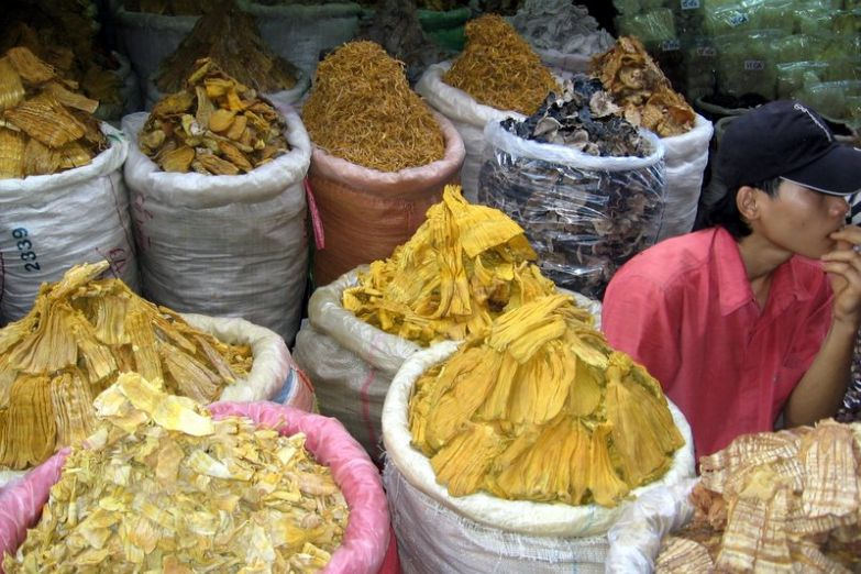 Сушеные дары моря на рынке нячанга