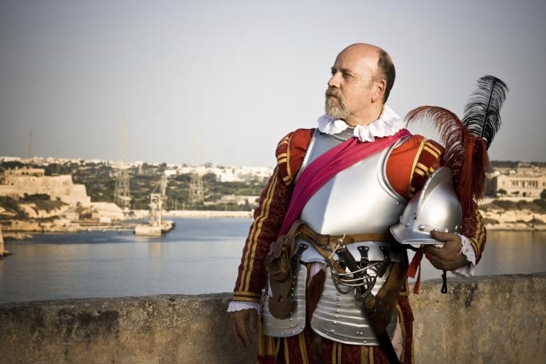 Средневековое облачение мальтийского рыцаря
