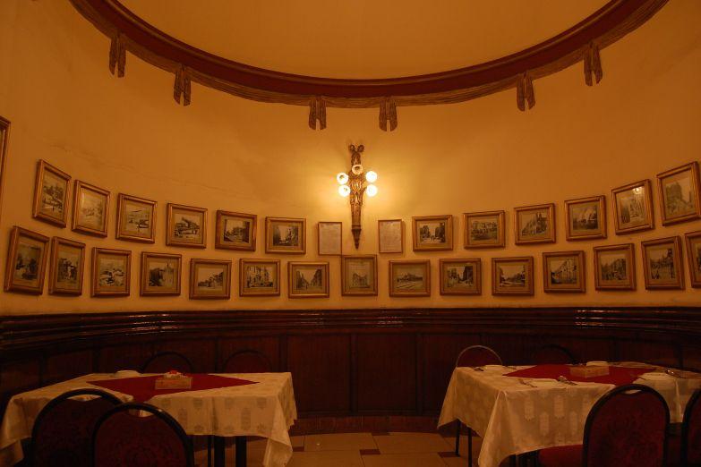 Интерьер старого кафе Athineos