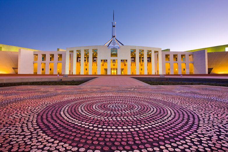 Здание парламента в столице Австралии - Канберре