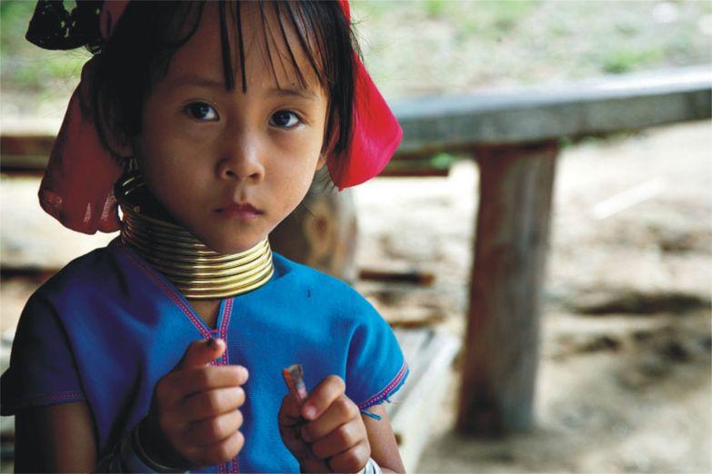 Девочка из племени карен