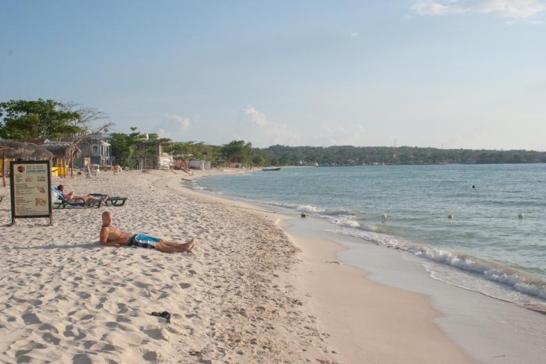 Песчаные берега Негрила