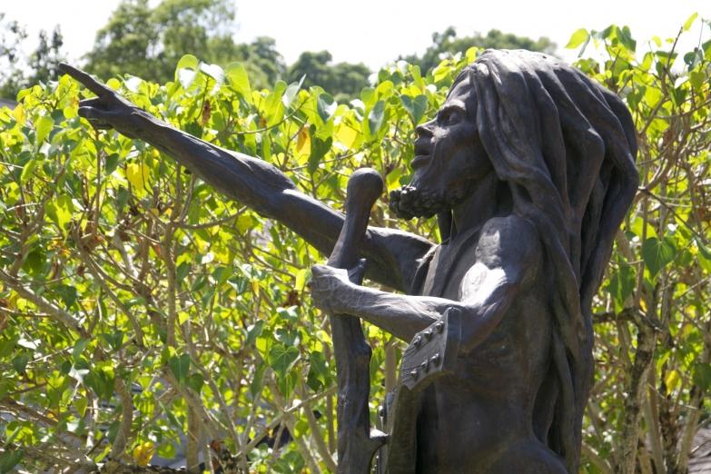 Один из памятников Бобу Марли