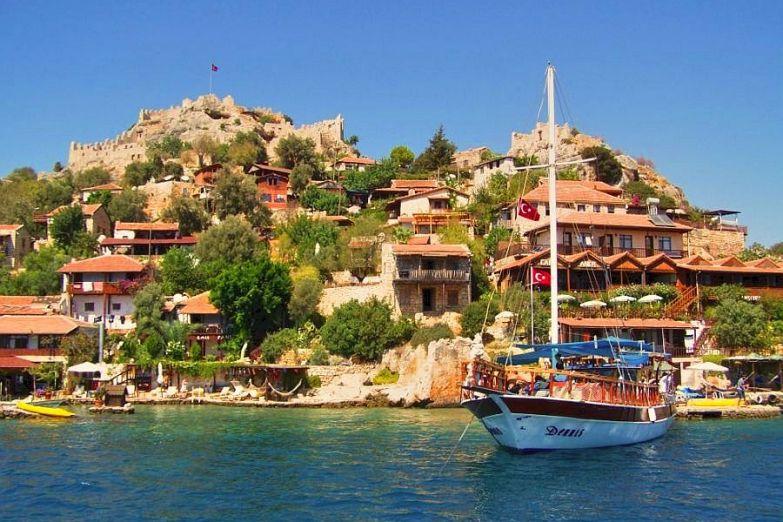 Яхта у побережья Анталии