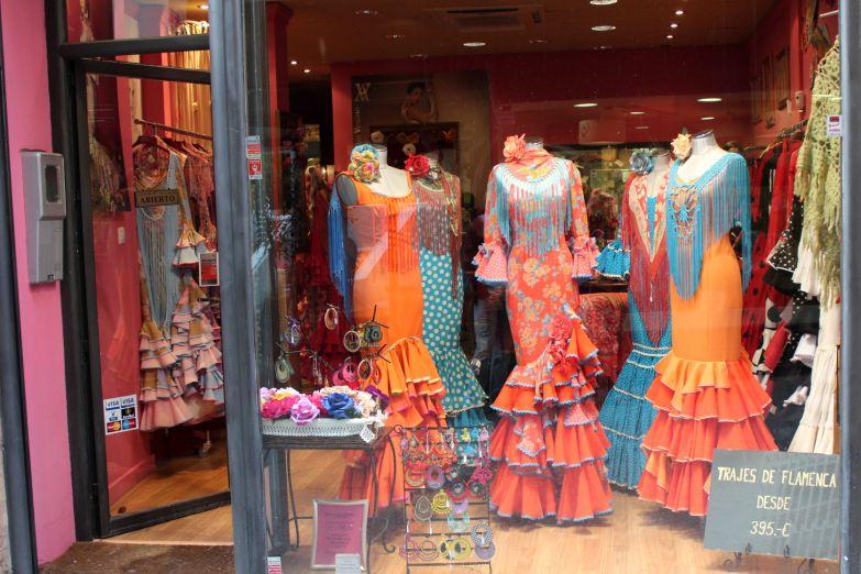 Витрина магазина платьев для Фламенко