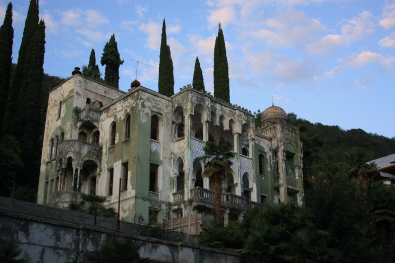 Заброшенный замок в Гагре