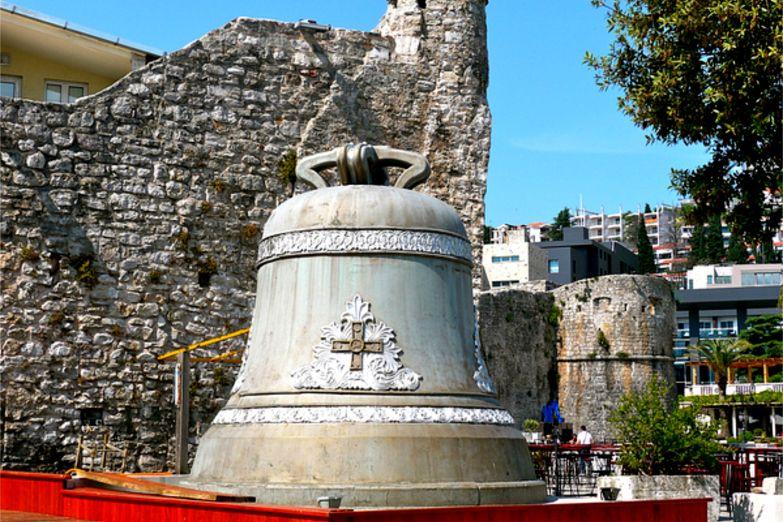 Старинный колокол в Цитадели
