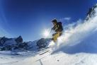 Лыжник на трассе