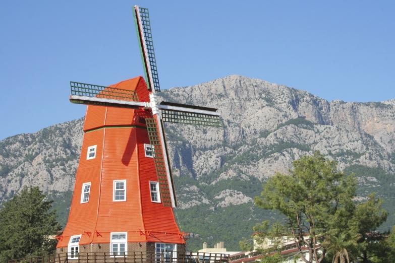 Ветряная мельница в Кемере