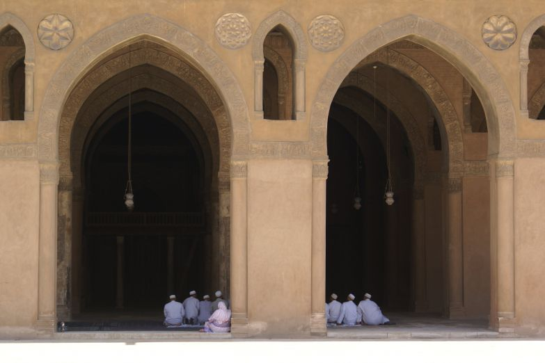 Молящиеся в мечети Ибн-Тулуна