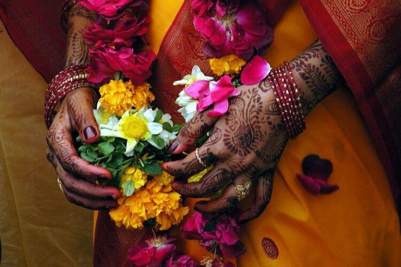 Роспись хной на руках невесты