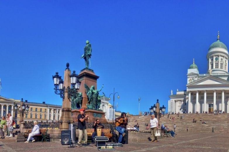 Памятник Александру II на Сенатской площади Хельсинки