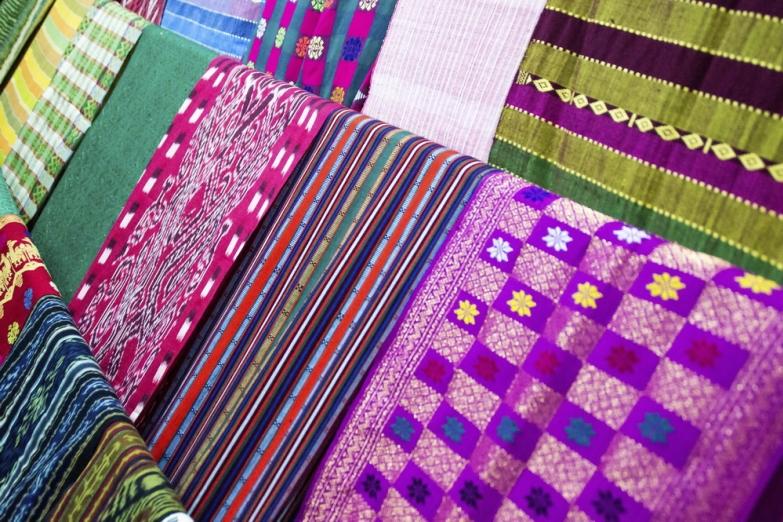 Яркие ткани местного производства