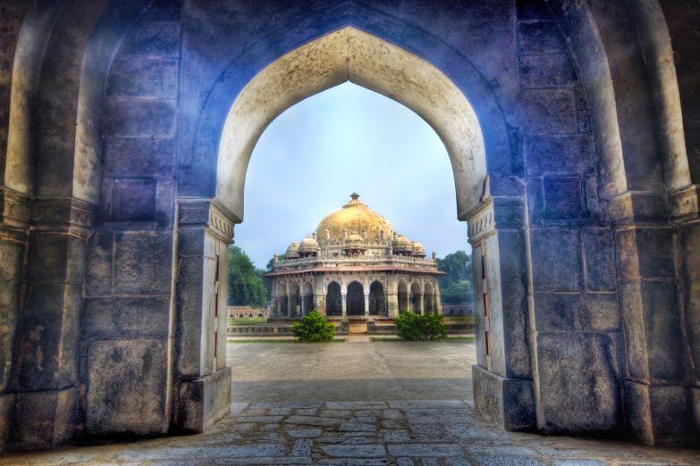 У ворот храма в Дели