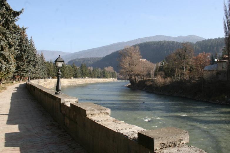 Набережная реки в Боржоми