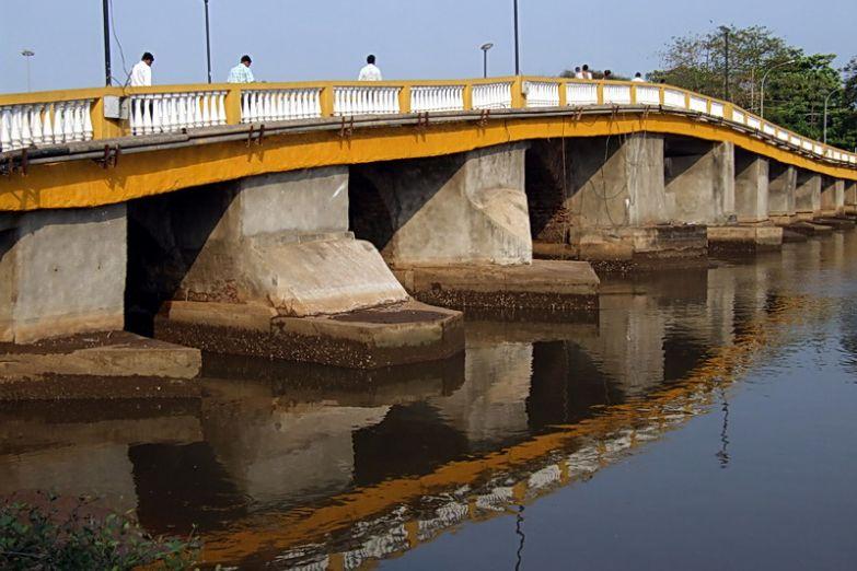 Мост через реку Мандови у города Пананджи