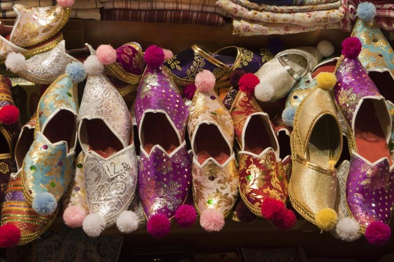 Обувь на восточном базаре