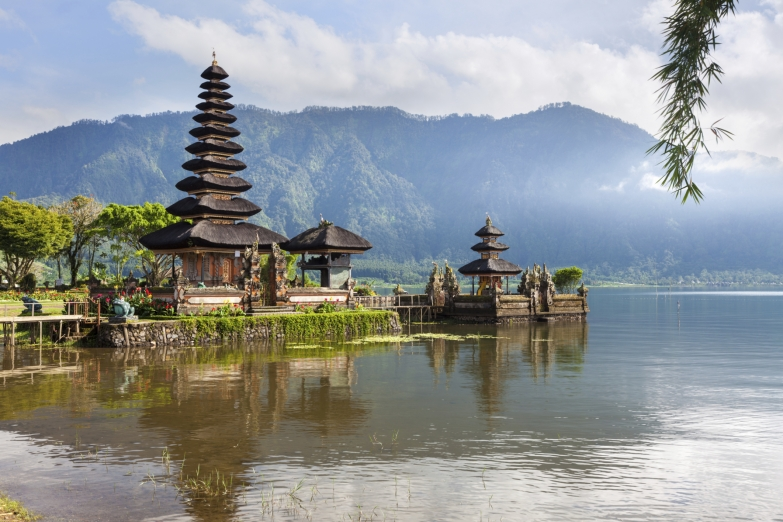 Храм Пура Улун Дану Братан на Бали