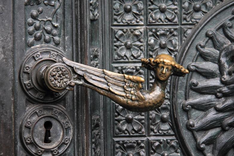 Деталь двери Кельнского собора