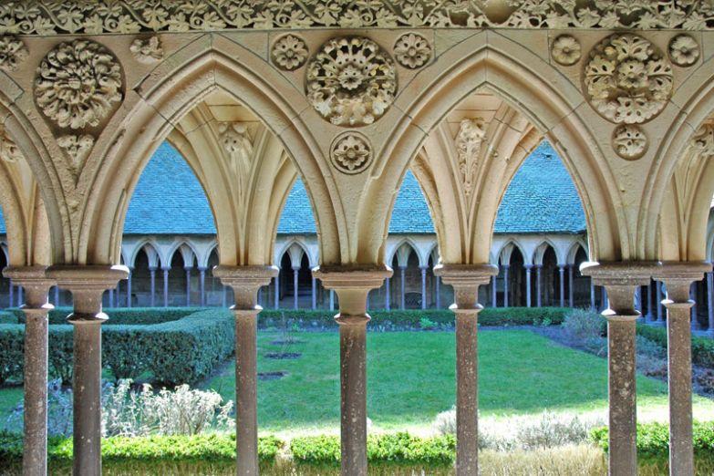 Внутренний двор в монастыре
