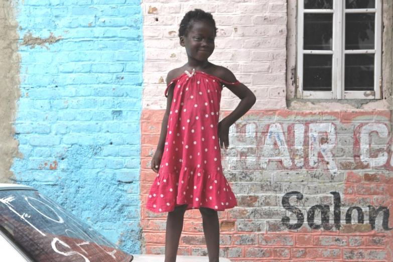 Веселая ямайская девочка