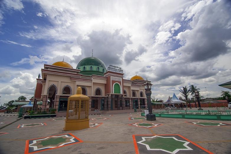Мечеть Masjid Raya Nurul Falah на Восточном Калимантане
