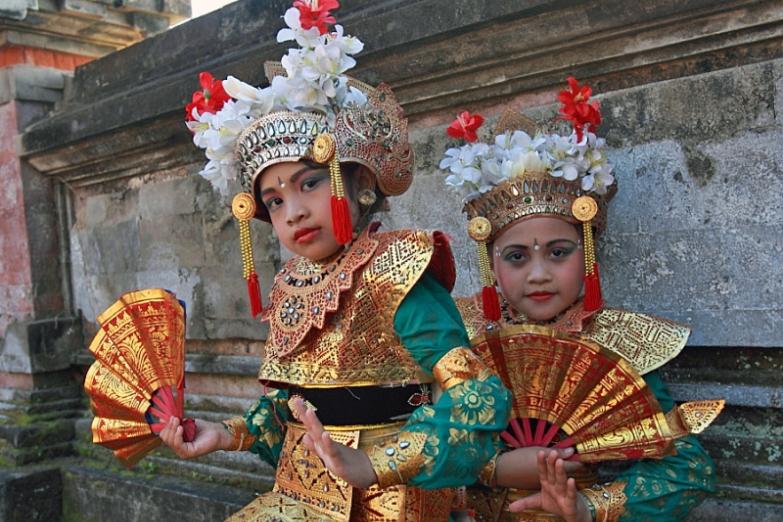 Юные исполнительницы танца Легонг на Бали