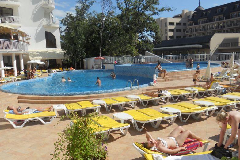Один из отелей на Золотых песках