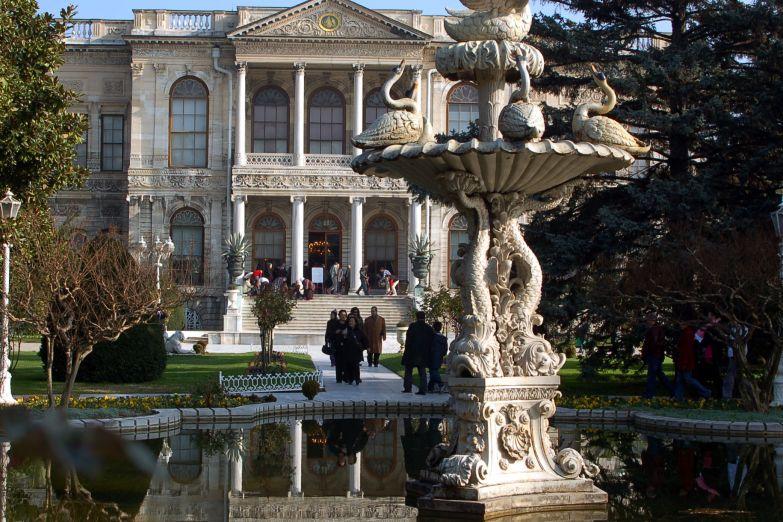 Дворец Долманбахче