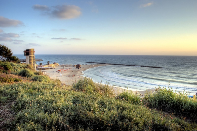 Пляж на окраине Нетании