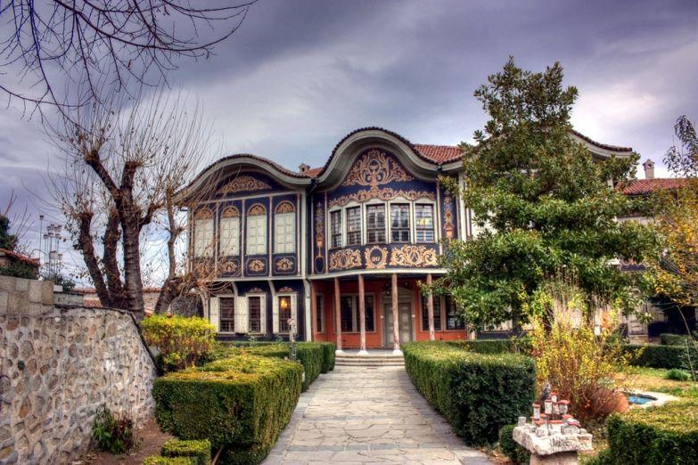 Старинный особняк, этнографический музей